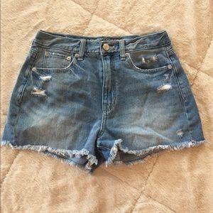 [american eagle] distressed denim mom shorts
